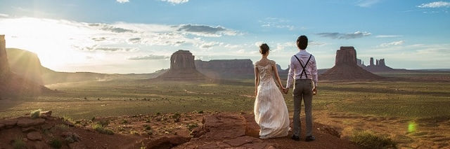 Monument Valley couple (640x213)